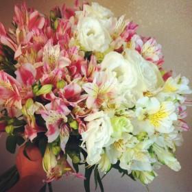 花束 八重咲きトルコキキョウ、アルストロメリア