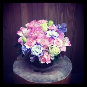 八重咲きトルコキキョウ、スプレーカーネーション、アルストロメリア、スイトピー、がまずみ