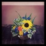 フラワーアレンジメント使用花材 ヒマワリ、けいとう、姫ヒマワリ、アナベル、デルフィニウム、ドラセナ、アイビー