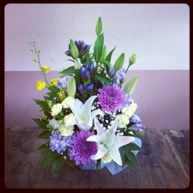 オリエンタルゆり、変わり咲き菊、八重咲きトルコキキョウ、スプレーカーネーション、りんどう、オンシジューム、かすみ草、木苺